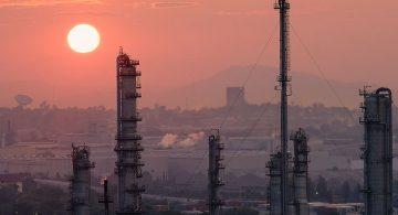 Благоприятный прогноз запасов нефти в США снижает ее стоимость