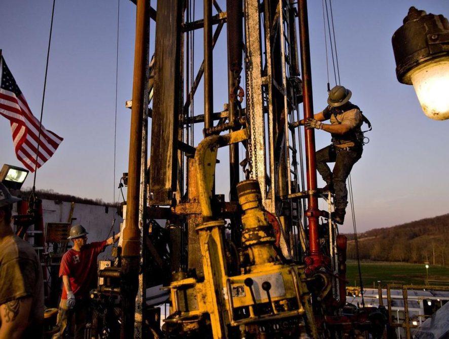 Объемы бурения в США снижаются: кризис в добыче сланцевой нефти